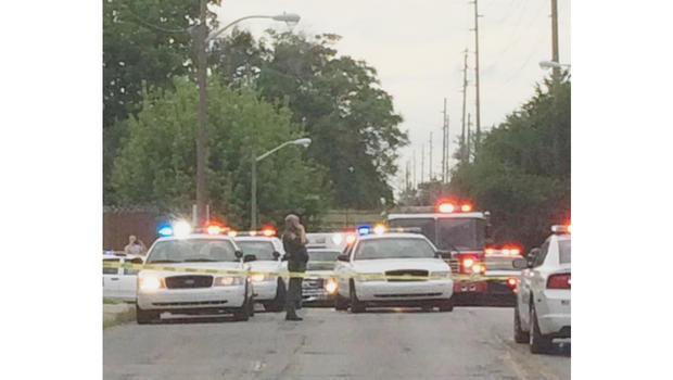 Indianapolis officer shot, suspect dead after chase, gunfire