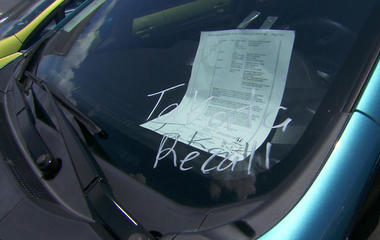Dealer takes on auto industry over selling recalled cars