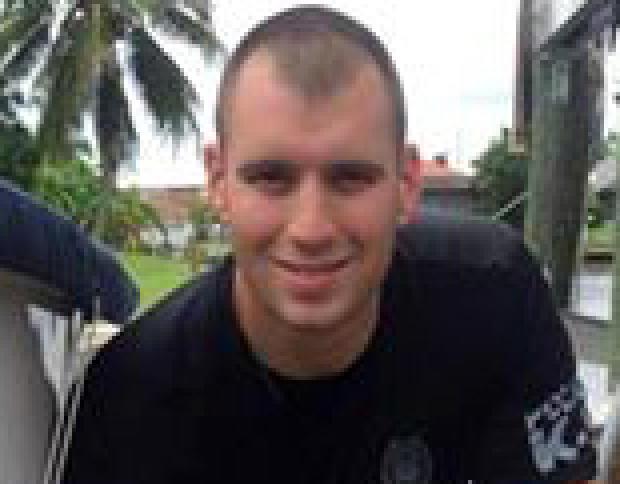 Punta Gorda警官Lee Coel在2016年7月29日发布到警察局Facebook页面的照片中看到。