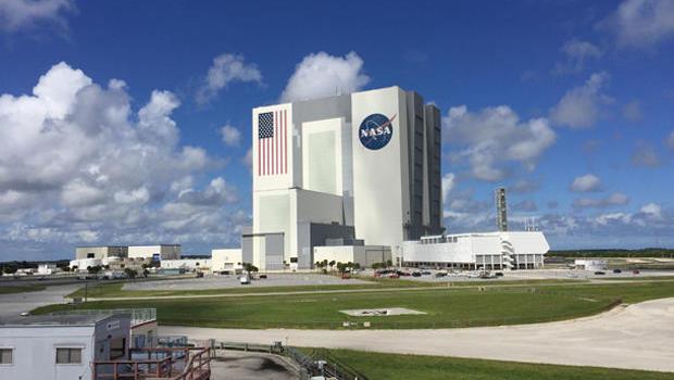 Kennedy Space Center Braces For Hurricane Matthew Cbs News
