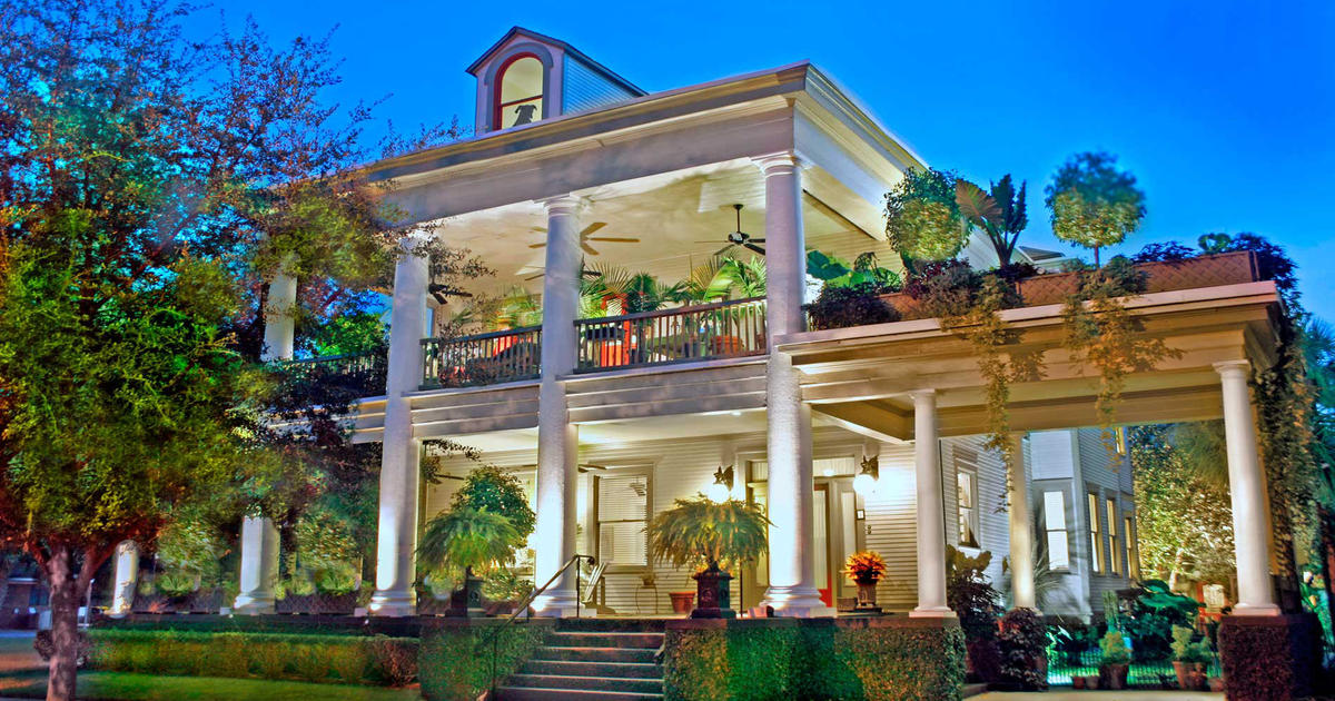 Forsyth park mansion