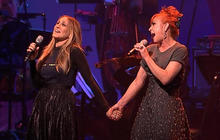 """Watch: Sarah Jessica Parker sings """"Tomorrow"""" for Hillary Clinton"""