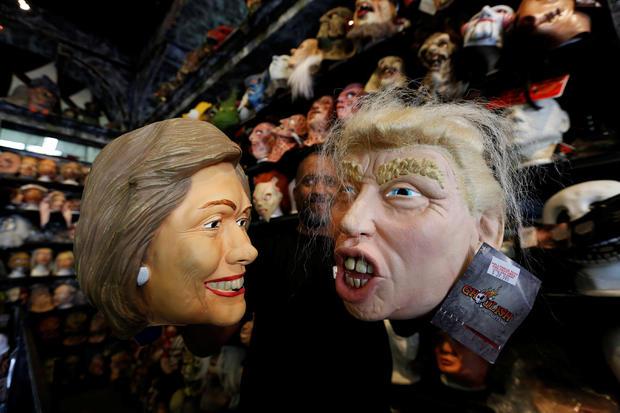 2016-10-26t214541z-1585117328-s1aeujgoanab-rtrmadp-3-USA-选举万圣节costumes.jpg