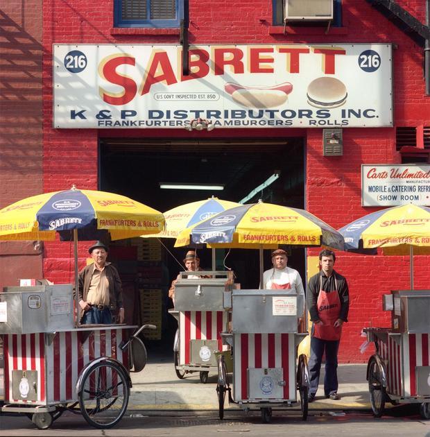 尼尔 - 斯拉文 -  1973年sabrett-热狗vendors.jpg