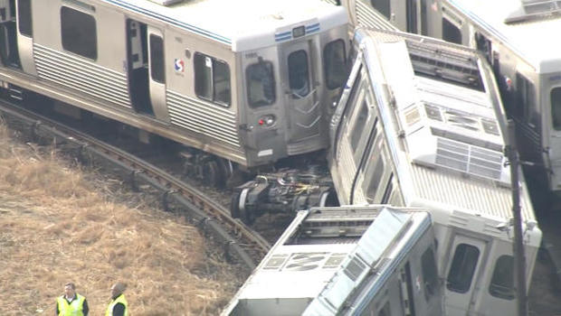 Philadelphia commuter trains crash head-on, four people injured (VIDEO, PHOTOS)