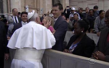 Little girl grabs Pope Francis' skullcap