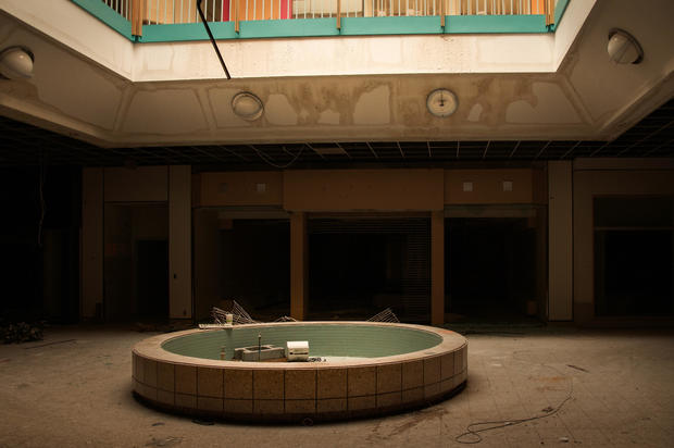 Eerie photos of abandoned malls