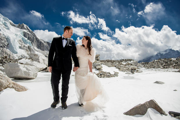 Daring couple gets married on Mount Everest