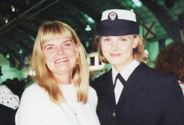 Cari Freemore和Lea Anne Brown