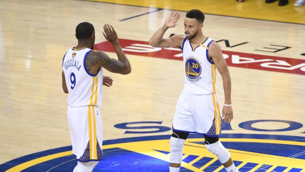 Durant, Curry Again Lead Warriors To Rout Of Cavs