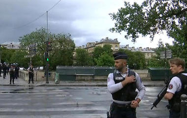 Witness describes police shooting near Notre Dame cathedral
