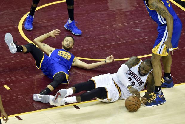 2017-06-08t034644z-55605444-nocid-rtrmadp-3-NBA决赛金色 - 状态 - 勇士-AT-克利夫兰cavaliers.jpg