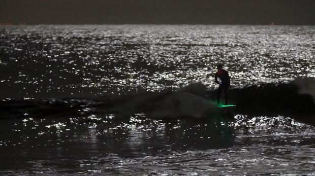 night-surfer-3.jpg