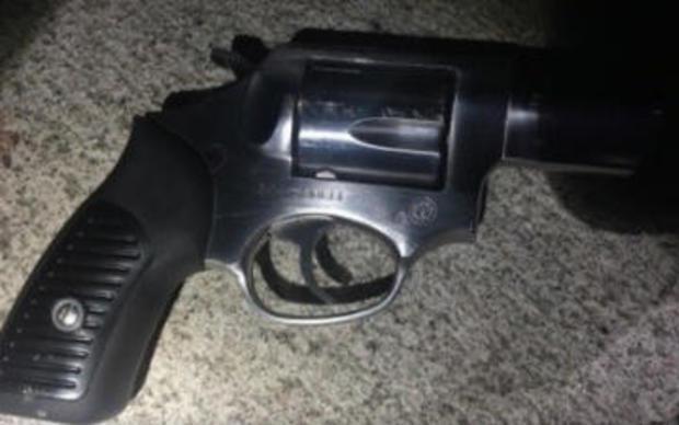 枪NYPD-说,被使用的对开枪的警察,在头指挥员车载070517.jpg