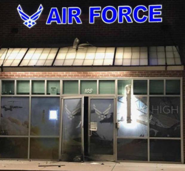 比克斯比俄克拉荷马 - 空气 - 力招募站爆炸损伤-071017.jpg