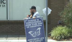 Right to protest heats up outside Kentucky's last abortion clinic