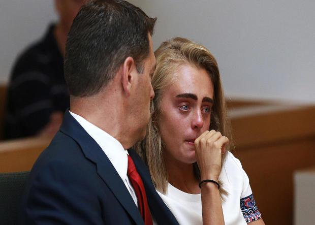 米歇尔·卡特在2017年8月3日在马萨诸塞州汤顿的一个法庭上等待她的判决,因为他鼓励康拉德·罗伊三世于2014年7月自杀。