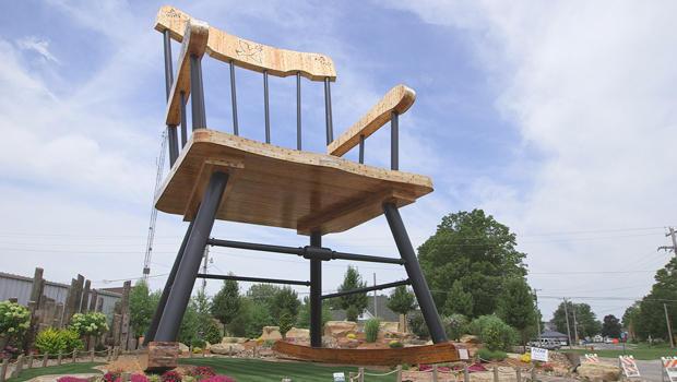 凯西 - 伊利诺伊州 - 世界 - 最大的摇椅-620.jpg