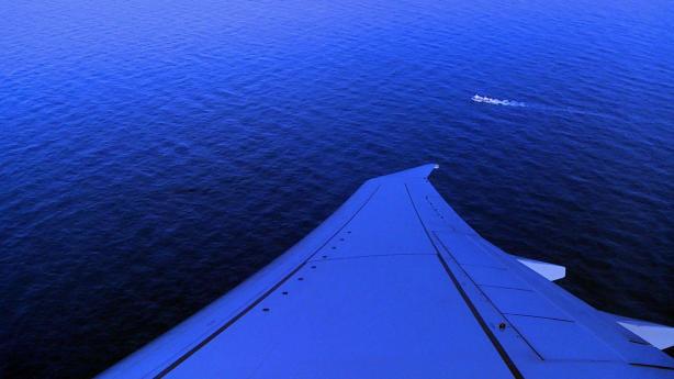 从美国海军巡逻和侦察联队的P8-A Poseidon飞机上看,该视频抓斗显示了一艘在阿根廷海上航行的船,该飞机正在协助阿根廷军方于2017年11月26日搜寻失踪的潜艇ARA San Juan。