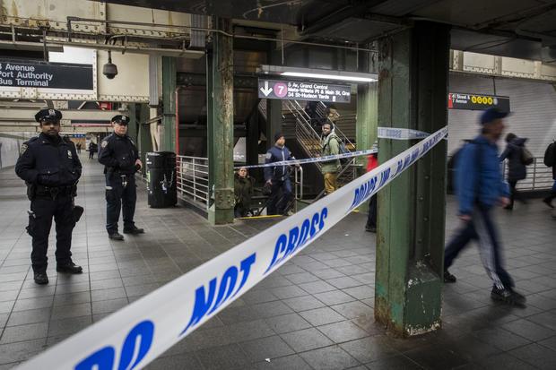 恐怖嫌疑人在纽约港务局巴士总站爆炸炸弹