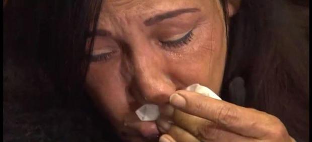 曼努埃尔德拉克鲁兹家族的一名成员在新闻发布会上哭泣,因为他的死亡引发了诉讼。