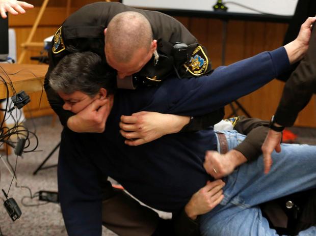 伊顿县治安官的代表在他在美国体操队前医生拉里·纳萨尔(Larry Nassar)的帮助下,他在2017年11月对Eato的最终量刑听证会中的受害者陈述中作出了性侵犯指控。