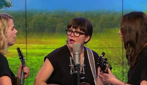"""Saturday Sessions: I'm With Her performs """"Overland"""""""