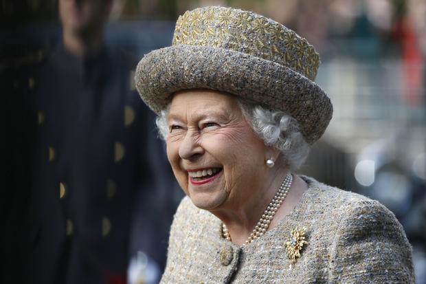 女王开放法兰德斯战场WW1纪念花园
