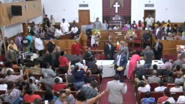 包装教会换人 - 夏普顿抗议,移动阿拉巴马050118.jpg