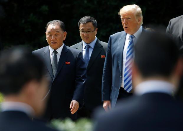 朝鲜特使金永哲在华盛顿白宫与特朗普总统走出椭圆形办公室
