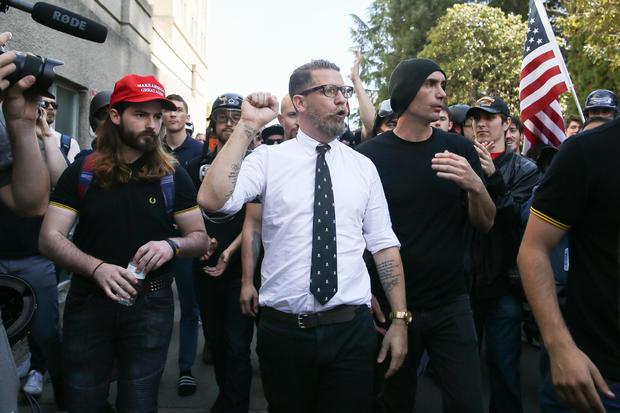 在加州大学伯克利分校取消预定的安库尔特演讲后,抗议者集会在伯克利举行