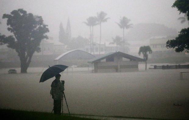 夏威夷的居民为飓风巷做准备