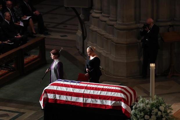 国家大教堂为参议员约翰麦凯恩(R-AZ)举办纪念仪式