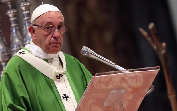 教皇弗朗西斯在梵蒂冈主教会议结束时庆祝闭幕式