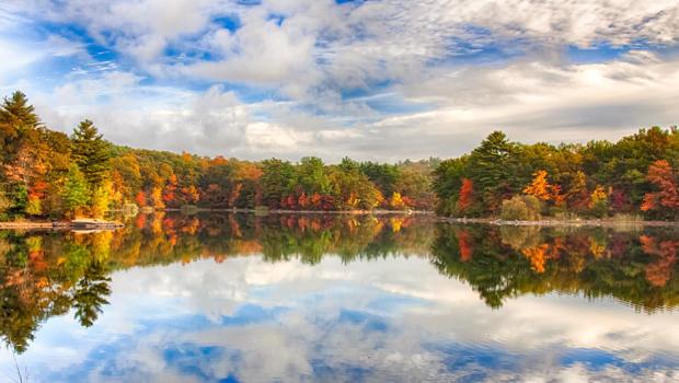 新英格兰秋天的颜色反映