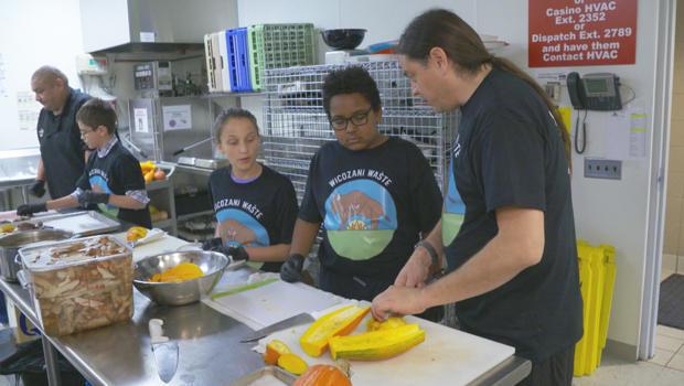 苏 - 厨师肖恩 - 谢尔曼准备的食物,与子女-620.jpg