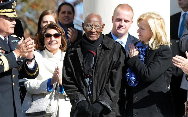 奥巴马参加在阿灵顿国家公墓举行退伍军人节活动