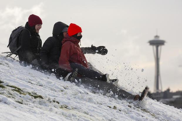 大冬天风暴带来雪到西雅图