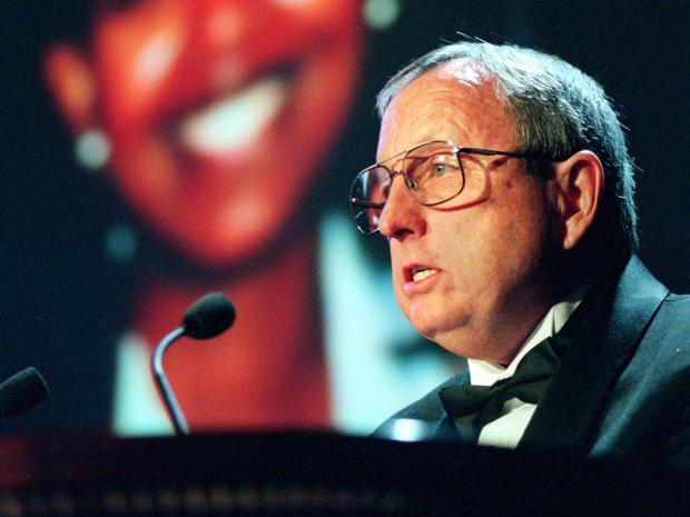 来自阿拉巴马州的报纸编辑Goodloe Sutton于1998年11月24日在纽约保护记者委员会主办的仪式上颁发了国际新闻自由奖。