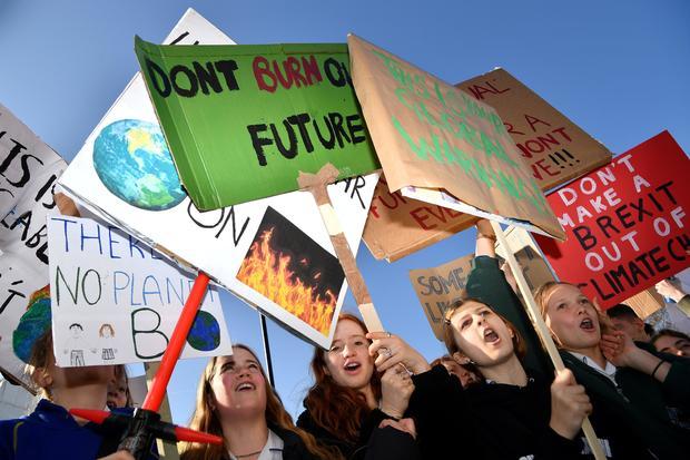 英中环境气候抗议
