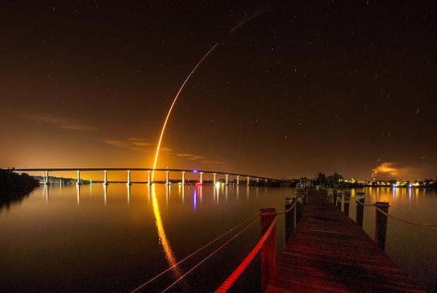 SpaceX Falcon 9火箭从肯尼迪航天中心升空到国际空间站