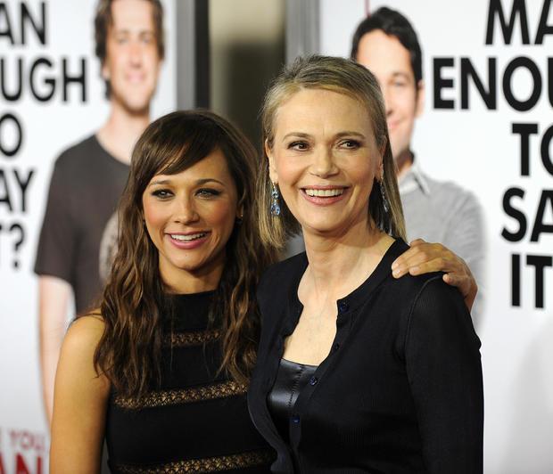 女演员拉希达琼斯和她的母亲表演