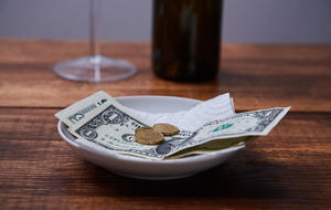"Waiters living ""tip to mouth"" face more hardship in shutdown"