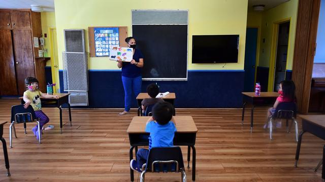 cbsn-fusion-strategies-on-how-to-safely-reopen-schools-amid-coronvavirus-pandemic-thumbnail-527665-640x360.jpg