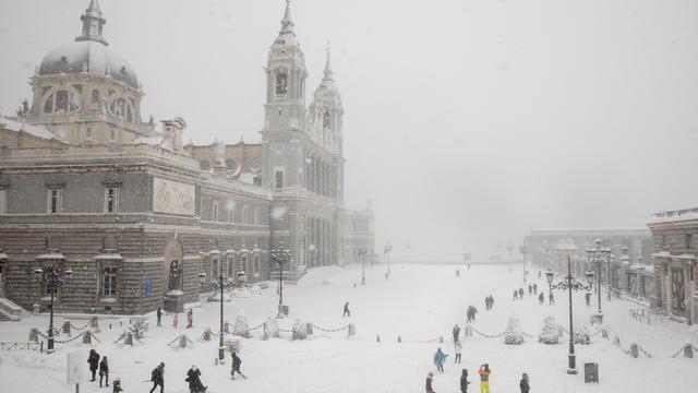 Snow Hits Madrid As Temperatures Plummet In Spain