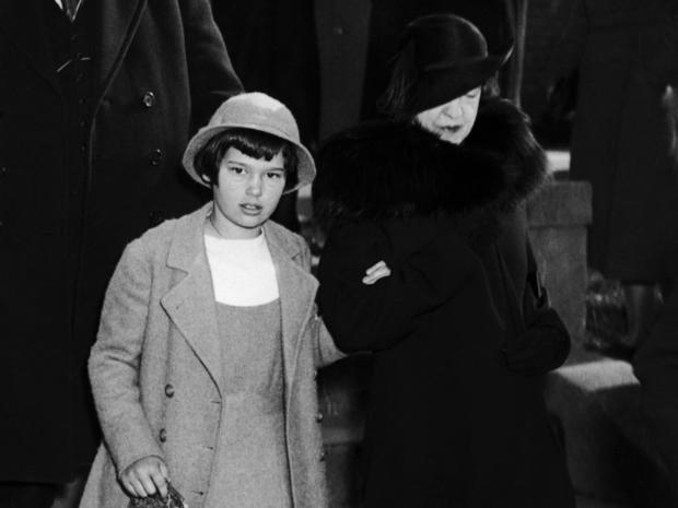 Gloria Vanderbilt And Her Aunt Gertrud Vanderbilt-Whitney In Long Island In 1934