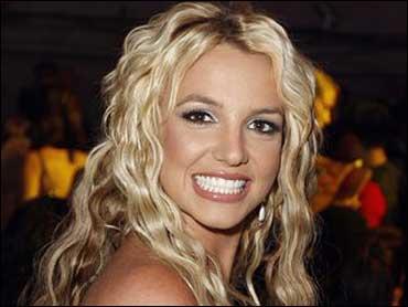 Britney Spears sparks major concern during London concert
