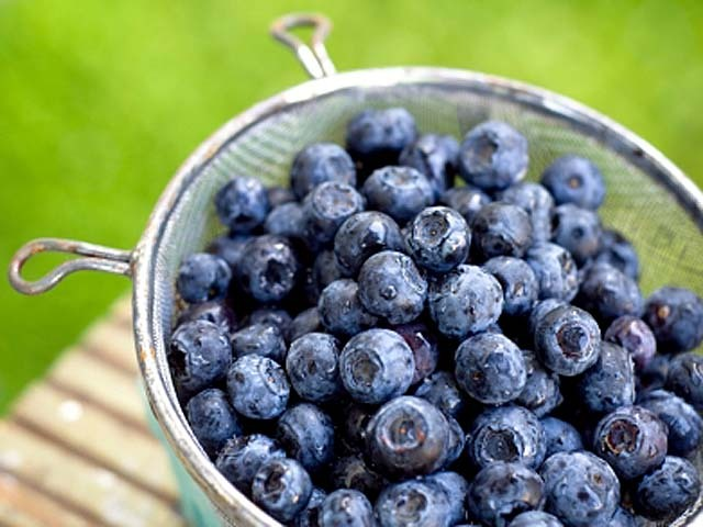 Eating Blueberries And Strawberries Staves Off Memory Decline Study Suggests Cbs News
