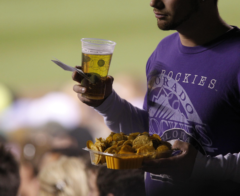 ee47e6a70 Report: 1 in 12 fans drive drunk from ballpark - CBS News