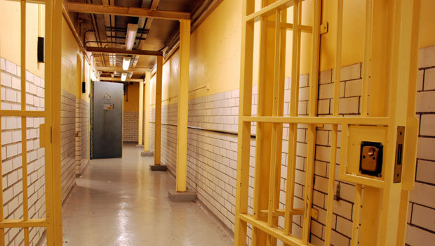 Computer glitch releases 450 California prisoners with